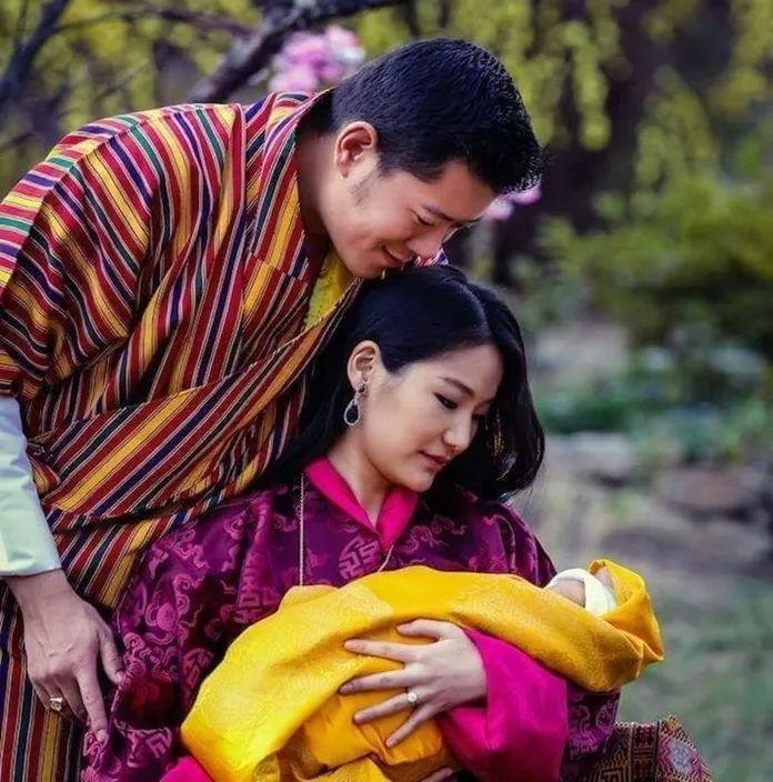90后不丹王后怀二胎 惊艳孕照曝光 7岁定终身 21岁成皇后 太美了