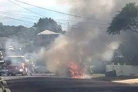 疯了!知名男星汽油浇车 烧死3个亲生萌娃 美貌妻子变成狂奔的火球!