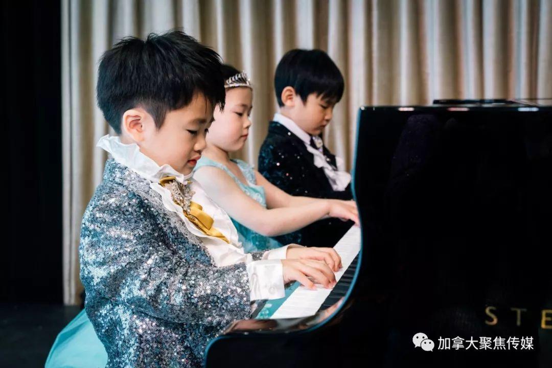 """温哥华4岁""""萌娃""""用慈善音乐会给中国武汉加油,善款捐给一线医生!"""