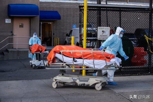 美国临时停尸房曝光:太惨了!医生悲叹:太难了,好消息都是假的