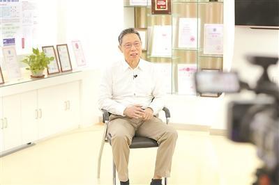 钟南山:新冠病毒传染系数可达3.5,研制疫苗非常迫切_图1-1