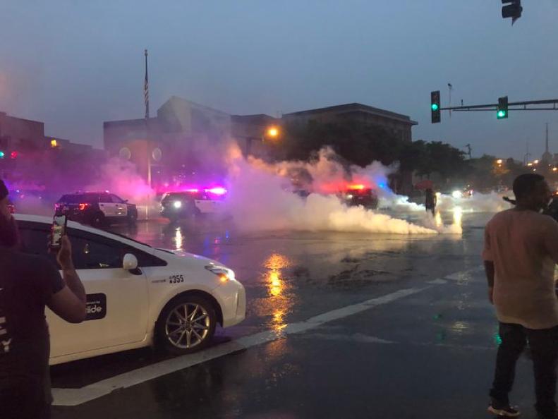 美国派国民警卫队镇压骚乱 特朗普:美军会一直待命