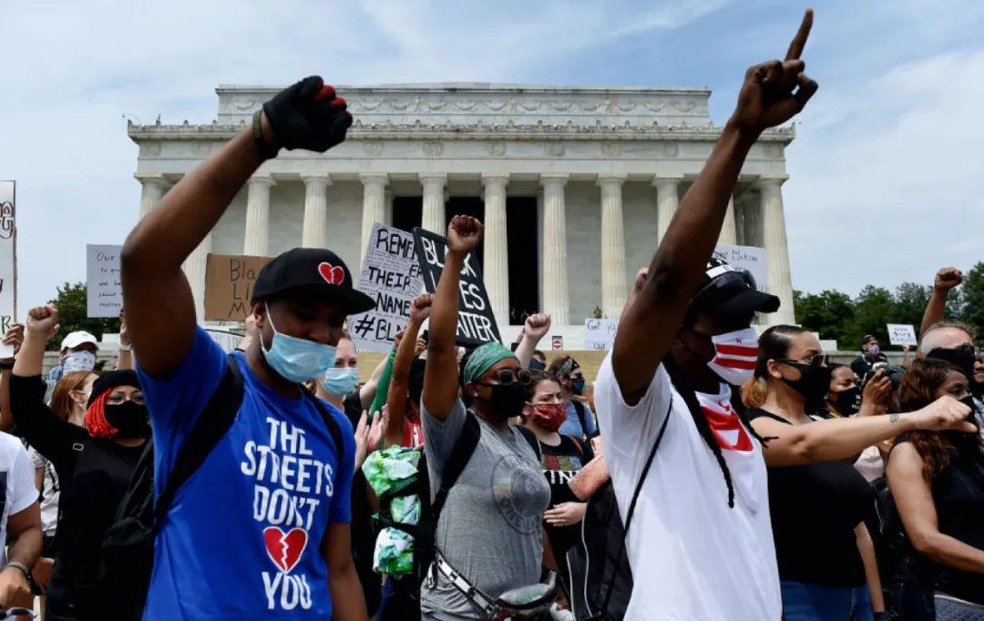 美国爆最大规模抗议!