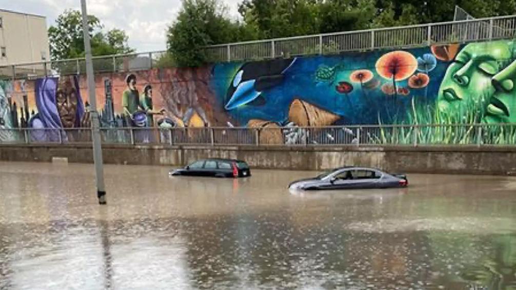 恐怖! 加拿大遭重大洪水袭击 雷暴狂劈…极端灾难攻城 一片哀嚎