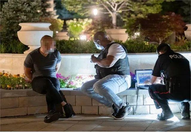 现场直击! 加拿大大批华人被捕 豪宅立遭查封 前一秒还在喝茅台吃鱼翅...