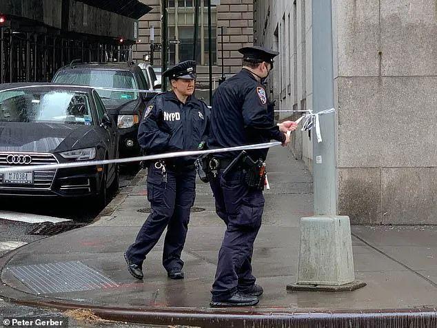 突发! 加拿大华男当街开枪杀人 华人大妈惨遭爆头 横尸血泊 路人尖叫奔逃!